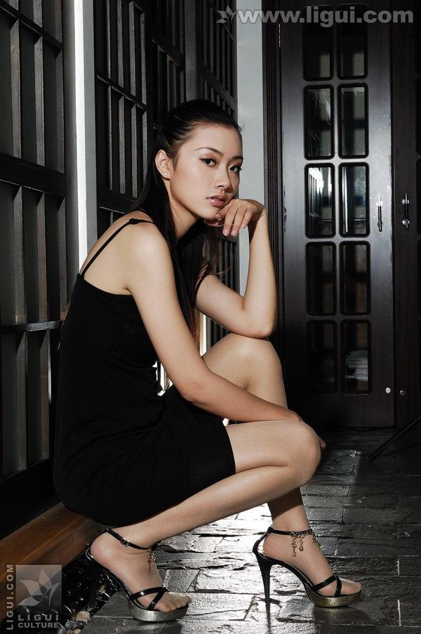 [Ligui丽柜]2009.10.26 黑暗中的诱惑身躯 Model 廖梦茜[23P/12.6M]